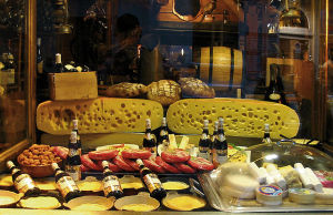 640px-Cheese_shop_window_Paris